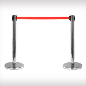 Postes metalicos con cinta extensible para separar y mantener sistancia de seguridad