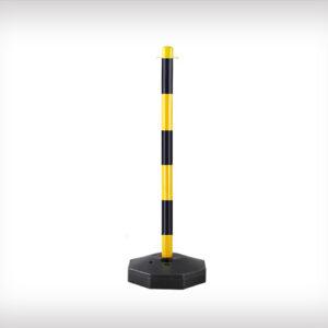 Poste con base rellenable y cadenas para separar y mantener sistancia de seguridad, amarillo y negro